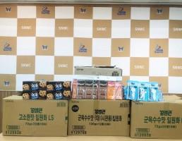 롯데제과 성남영업소에서 후원품을 전달하는 사진